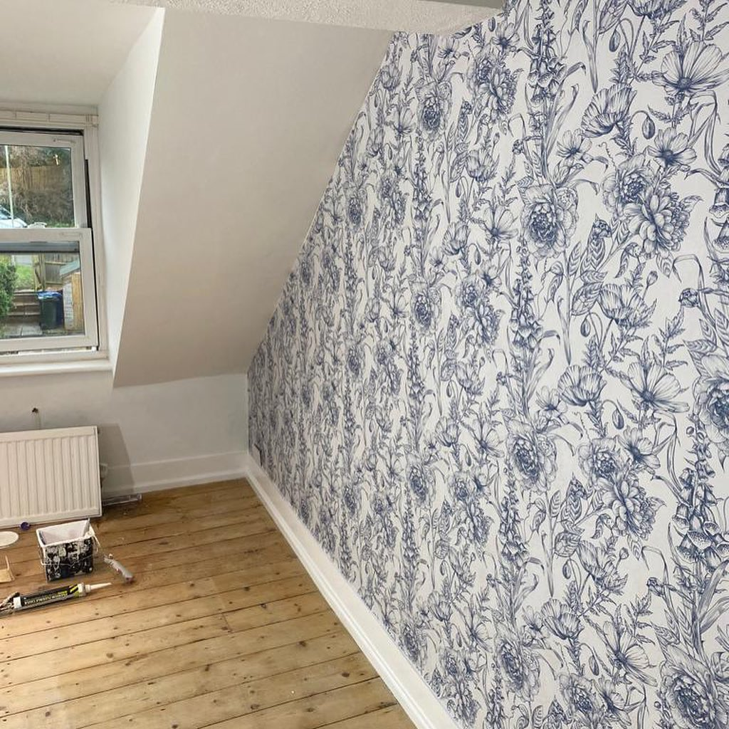 Blue flowery pattern wall paper in living room